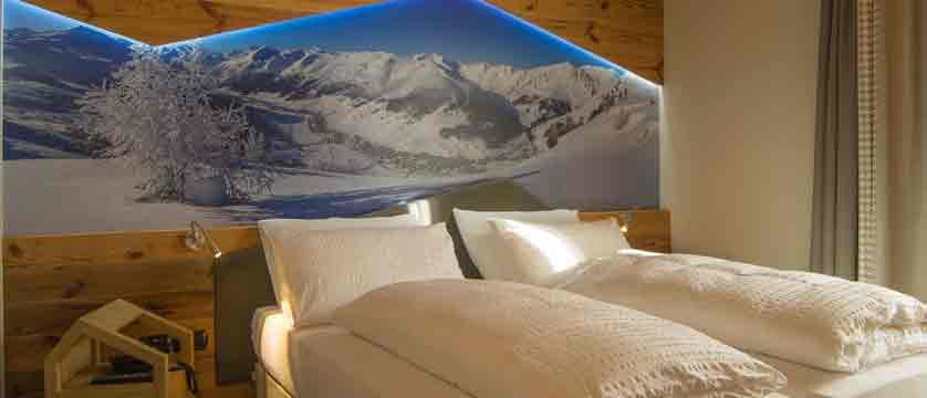 italy_livigno_hotel-amerikan_double-bedroom.jpg
